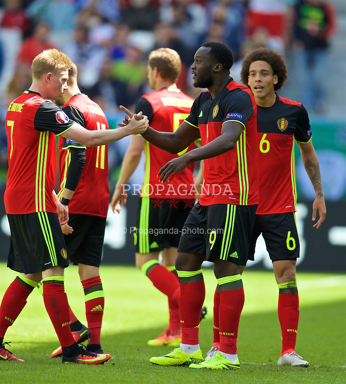 BORDEAUX, FRANCE - Saturday, June 18, 2016: Belgium's Romelu Lukaku celebrates scoring his first goal with Kevin De Bruyne to make the score 1-0 during the UEFA Euro 2016 Championship Group E match against the Republic of Ireland at Stade de Bordeaux. (Pic by Paul Greenwood/Propaganda)