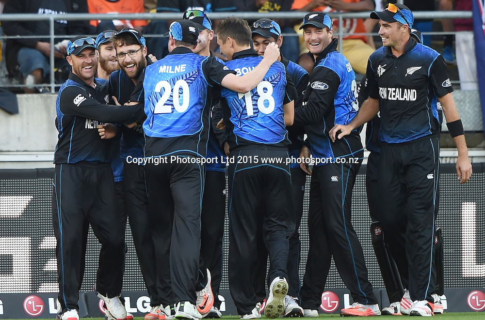 Daniel Vettori takes a one handed catch to dismiss Samuels during the ICC Cricket World Cup quarter final match between New Zealand Black Caps and the West Indies, Wellington, New Zealand. Saturday 21March 2015. Copyright Photo: Andrew Cornaga / www.Photosport.co.nz