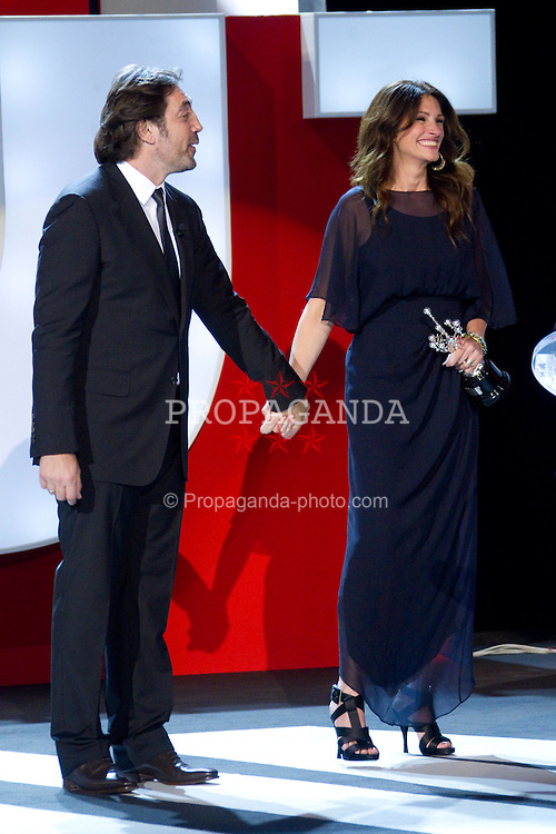 20.09.2010, Kursaal Palace, San Sebsatian, ESP, Donostia Award im Bild Julia Roberts and Javier Bardem attend 'Donostia' award ceremony, EXPA Pictures © 2010, PhotoCredit: EXPA/ InsideFoto/ Cesar Cebolla / ALFAQUI *** ATTENTION *** FOR AUSTRIA AND SLOVENIA USE ONLY!