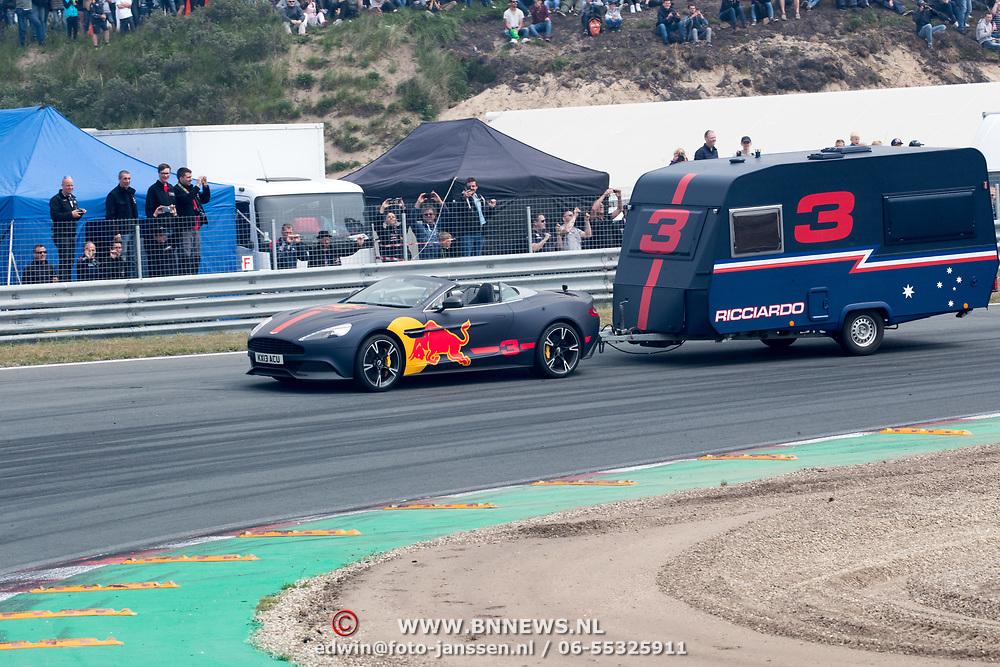 NLD/Zandvoort/20180520 - Jumbo Race dagen 2018, Daniel Ricciardo met de caravan race