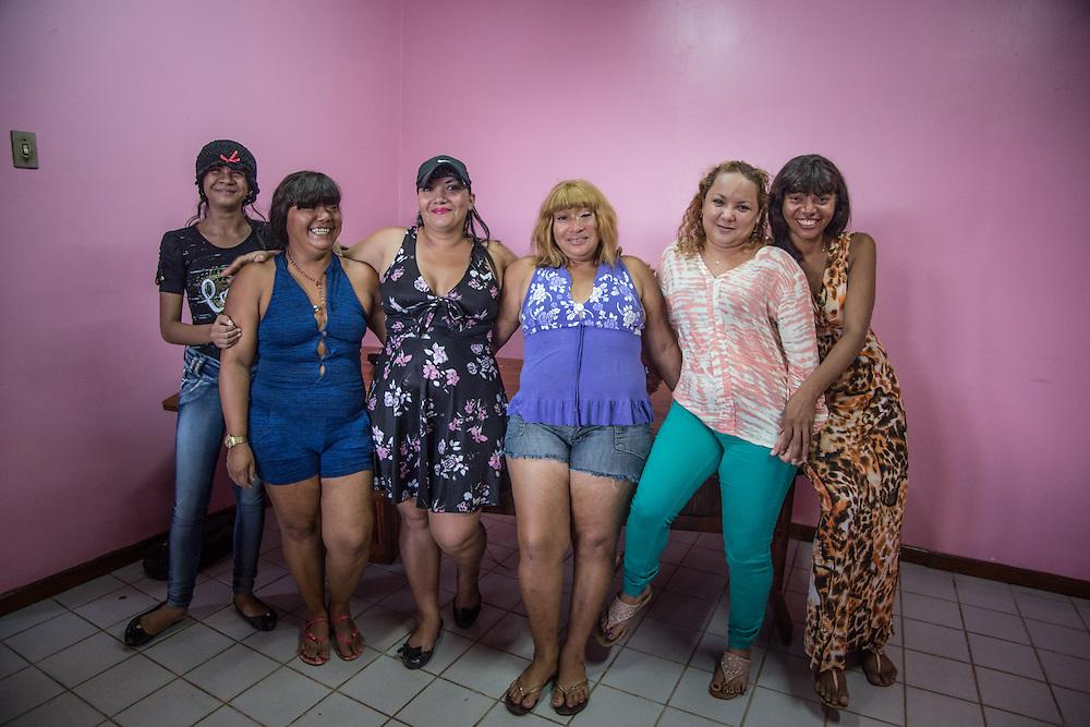 Alcune delle ragazze di AMRVEA. L'associazione raccoglie oltre 160 iscritte ma il numero dell vittime è molto maggiore.