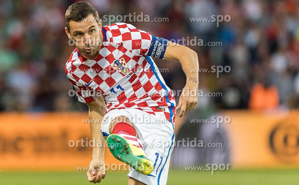 25.06.2016, Stade Bollaert Delelis, Lens, FRA, UEFA Euro 2016, Kroatien vs Portugal, Achtelfinale, im Bild Darijo Srna (CRO) // Darijo Srna (CRO) during round of 16 match between Croatia and Portugal of the UEFA EURO 2016 France at the Stade Bollaert Delelis in Lens, France on 2016/06/25. EXPA Pictures © 2016, PhotoCredit: EXPA/ JFK