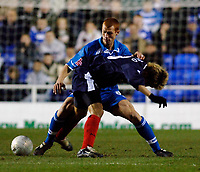 Photo: Daniel Hambury.<br />Reading v West Bromwich Albion. The FA Cup. 17/01/2006.<br />Reading's Steve Sidwell (L) and West Brom's Junichi Inamoto battle for the ball.